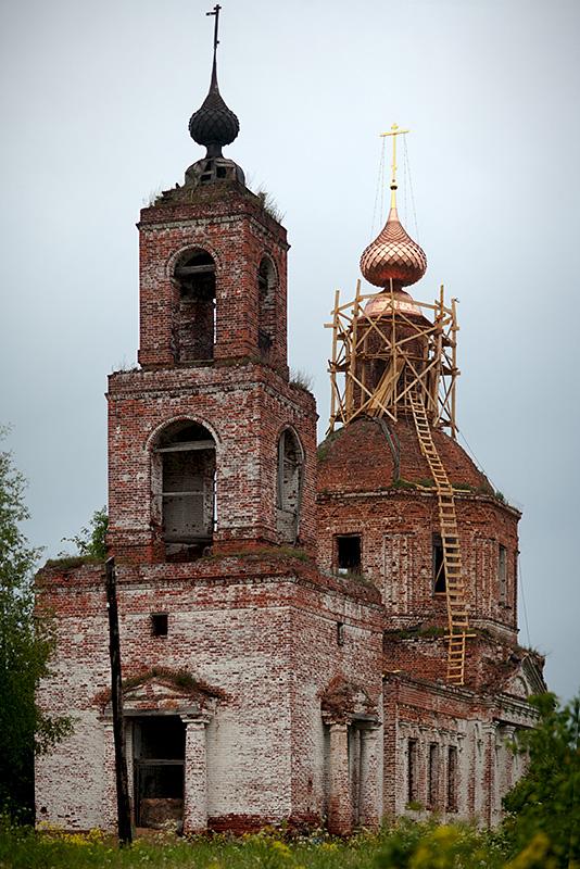Церковь села Сунгурово со стороны колокольни
