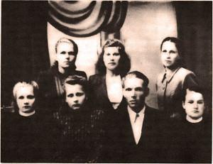 Выпускники и воспитанники Медведицкого детского дома. 50-е годы.